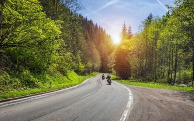 A motorkerékpár jogosítvány elfér az autós vezetői engedély mellett is